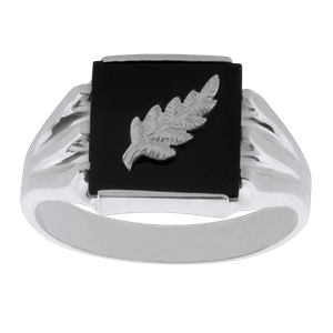 <p>Onyx and fern ring with box.</p>